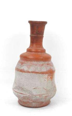 Vase en céramique de style antique. H. 24 cm. Expert : Monsieur Jean-Sylvain Caillou -