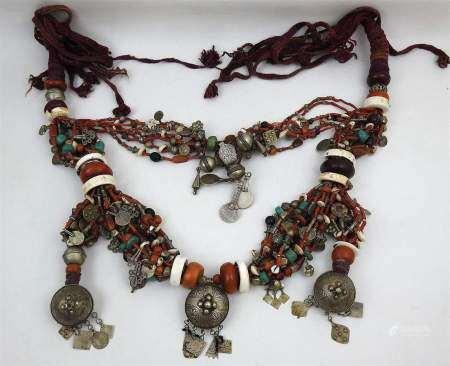 Région de Tata, Anti-Atlas, Maroc. Grand collier à montage composite composé de [...]