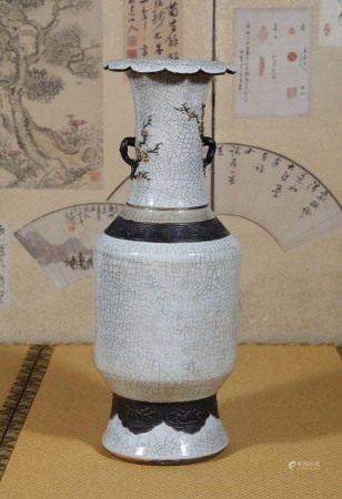 清  哥釉雕瓷梅花大瓶
