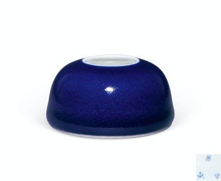 清十八世纪霁蓝釉水盂