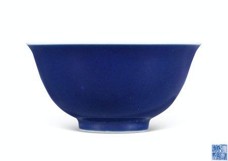 清乾隆霁蓝釉碗