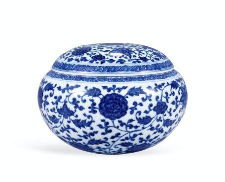 清雍正青花缠枝花卉纹盖钵