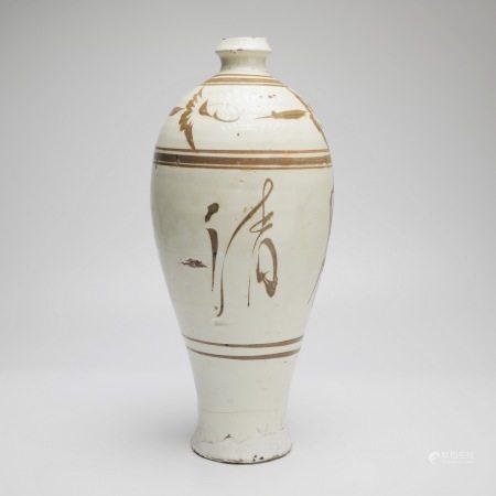 宋代磁州窑梅瓶 宋徽宗瘦金体 (明月清风) A rare Cizhou kiln plum vase, Song Huizong thin gold body (Mingyue Qingfeng), Song Dynasty