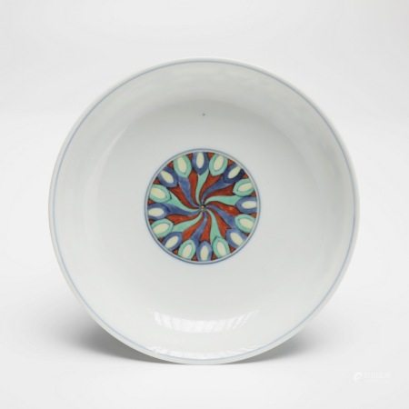 清雍正斗彩方胜纹盘 A rare Doucai Fangsheng pattern plate, Yongzheng period, Qing Dynasty
