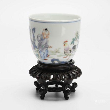 晚清粉彩鸡缸杯(带底座) A rare famille rose chicken jar cup (with base), late Qing Dynasty