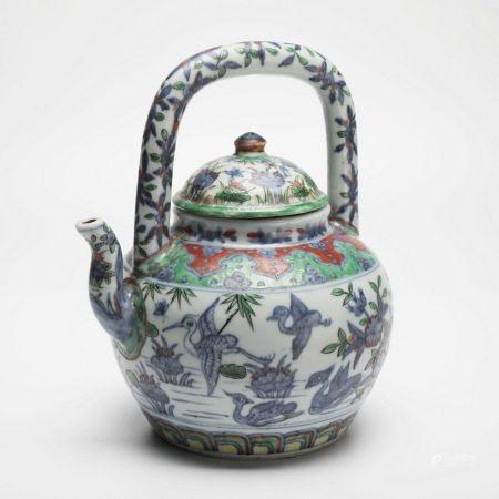 明万历青花五彩提梁壶 A rare blue-and-white multicolored pot with beams, Wanli period, Ming Dynasty