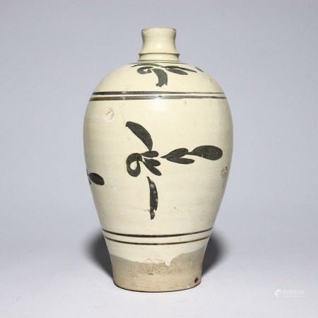 元代磁州窑梅瓶 A rare Cizhou kiln plum vase, Yuan Dynasty