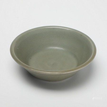 宋代龙泉窑青釉盘 A rare Longquan kiln celadon plate, Song Dynasty