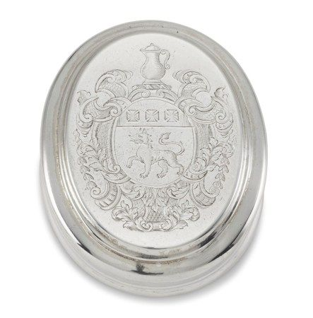 A GEORGE I SILVER PRESENTATION TOBACCO BOX AND COVER
