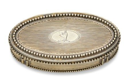 A GEORGE III SILVER-GILT PRESENTATION SNUFF BOX