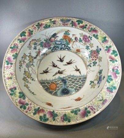 A Large Chinese Famille Rose Porcelain Wash Basin