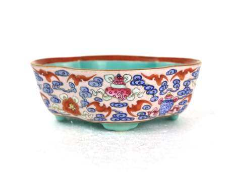 A Chinese Famille Rose Planter