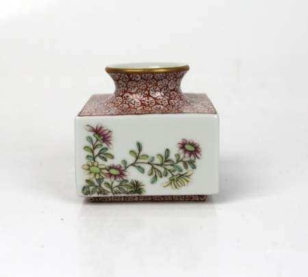 A Chinese Famille Rose Waterpot, Qianlong Mark
