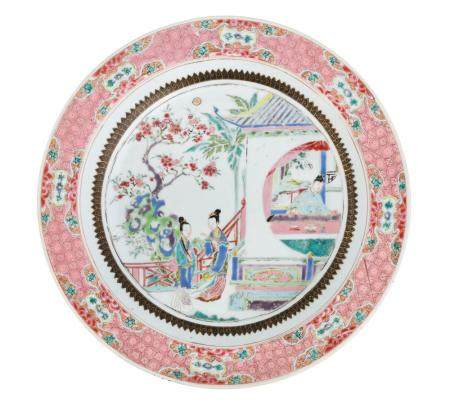 A PAIR OF FAMILLE ROSE PORCELAIN SERVICE ROUND DISHES, CHINA