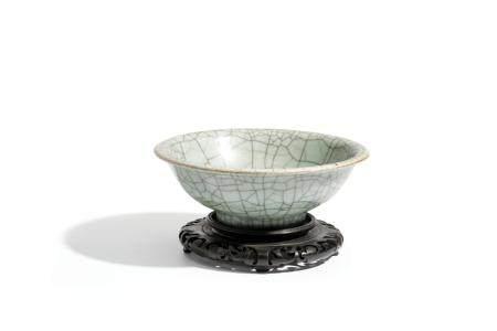 A GUAN-STYLE CELADON PORCELAIN BOWL, CHINA, 19TH CENTURY