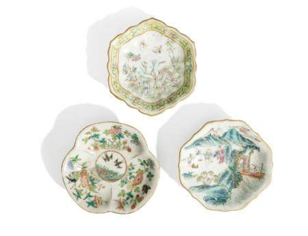 THREE FAMILLE ROSE STEM LOBED DISHES, CHINA, 20TH CENTURY (3