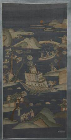Panneau en kesi monté en rouleauChine, XIXe siècleReprésentant une barque de procession entouré