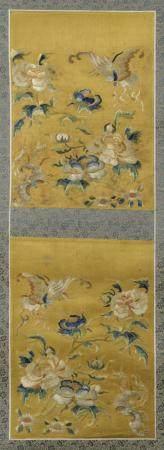 Deux broderies en soie brodée à fond jaune montées en rouleauChine, XIXe siècleÀ décor de pivoi
