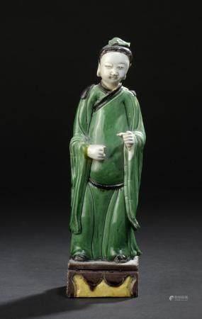 Statuette de personnage en grès émaillé vert, jaune et aubergineChine, XIXe siècleReprésenté de