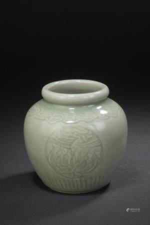Petit vase en grès émaillé céladonChine, XXe siècleLa panse globulaire, à décor incisé de drago