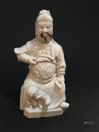 Statuette de dignitaire en porcelaine blanc de chineChine, XIXe siècleReprésenté assis sur une