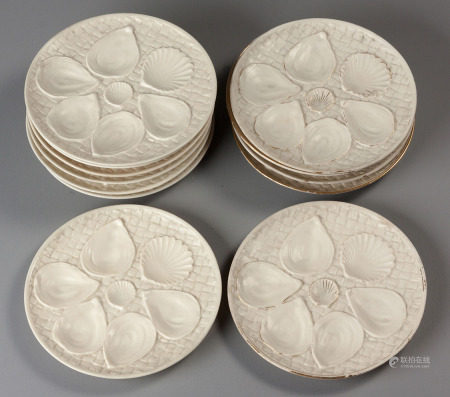 AN ASSEMBLED SET OF TWELVE ROYAL WORCESTER OYSTER PLATES, LATE 19TH / EARLY 20TH CENTURY
