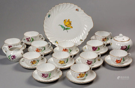 A NYMPHENBURG PART TEA SERVICE, EARLY 20TH CENTURY