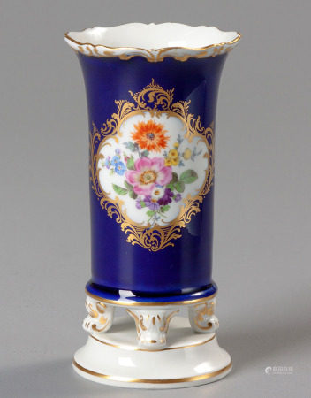 A MEISSEN BUD VASE, EARLY 20TH CENTURY