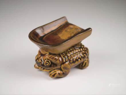 褐釉蛙型硯