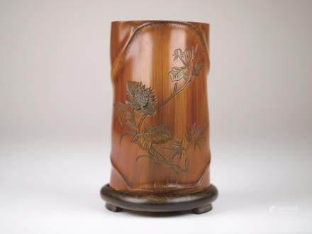 竹雕花卉紋筆筒