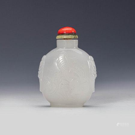 清乾隆白料暗刻福寿纹鼻烟壶 A White Glass Chinese Carved Fu Shou Snuff Bottle Qing Qianlong Period(1736-1796)