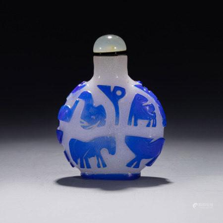 清乾隆蓝白套料十二生肖鼻烟壶 A Chinese Zodiac Blue and White Color Glass Snuff Bottle Qing Qianlong Period(1736-1796)