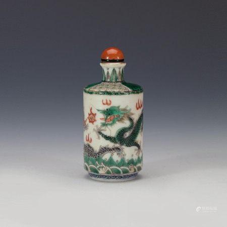 清中期粉彩匝道龙纹鼻烟壶 A Chinese Famille Rose Dragon Snuff Bottle Mid Qing Dynasty