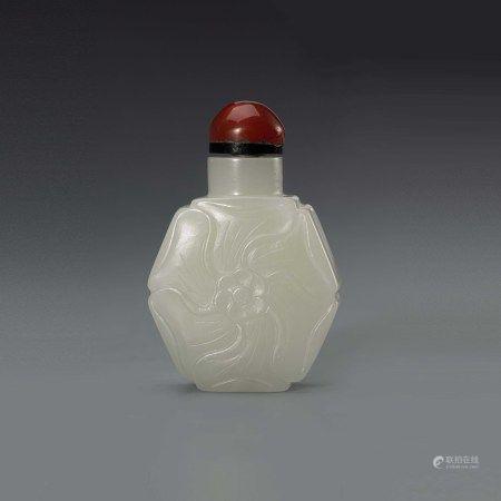 清和田白玉花形鼻烟壶 A Chinese Hetian White Jade Flower Shape Snuff Bottle Qing Dynasty(1636-1912)