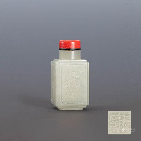 清乾隆宫廷青白玉四方鼻烟壶朱砂盖 A Chinese Imperial Green White Jade Square Snuff Bottle Qianlong Mark and Period(1736-1796)