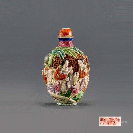 清乾隆雕瓷粉彩人物鼻烟壶 A Chinese Carved Famille Rose Figure Snuff Bottle Qianlong Mark and Period(1736-1796)