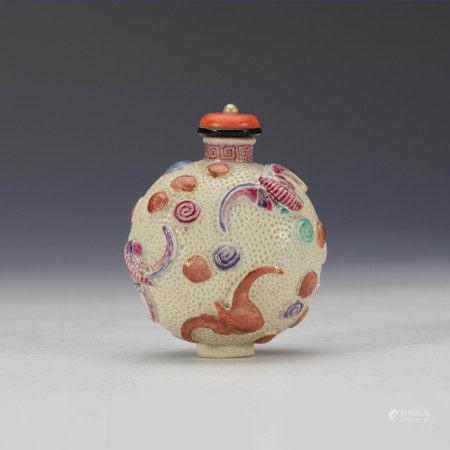 清粉彩云蝠纹鼻烟壶 A Chinese Famille Rose Bat Snuff Bottle Qing Dynasty(1636-1912)