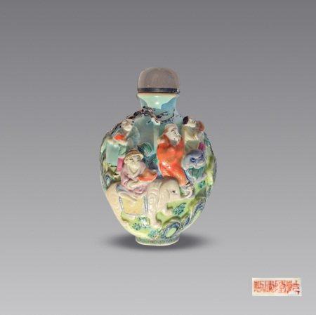 清瓷雕粉彩人物鼻烟壶 A Chinese Famille Rose Figure Carved Snuff Bottle Qing Dynasty(1636-1912)