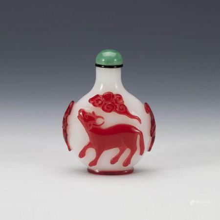 清中期红套料春风得意鼻烟壶 A Chinese Red Glass Snuff Bottle Mid Qing Dynasty