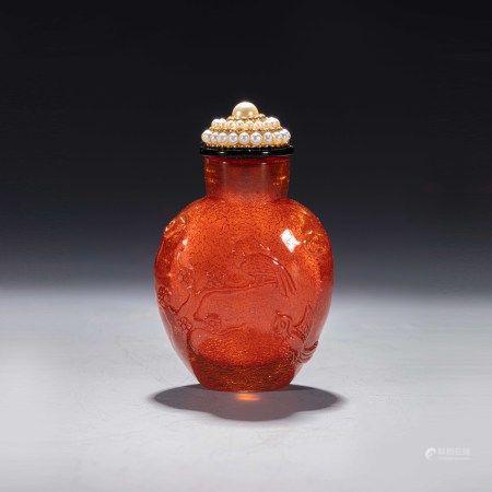 清乾隆宫廷金珀珍珠盖鼻烟壶 A Chinese Imperial Amber Snuff Bottle Pearl Cover Qianlong Period(1736-1796)