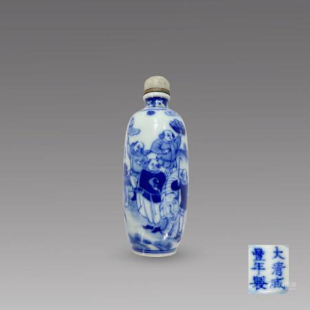 清咸丰青花八蛮进宝鼻烟壶 A Chinese Blue & White Figure Snuff Bottle Xianfeng Mark and Period(1831-1861)