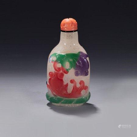 清乾隆五色套料金鱼鼻烟壶 A Glass Five Color Fish Snuff Bottle Qing Qianlong Period(1736-1796)