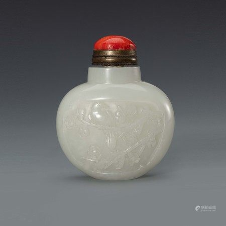 清和田白玉雕花鸟鼻烟壶 A Chinese White Jade Flower and Bird Snuff Bottle Qing Dynasty(1636-1912)