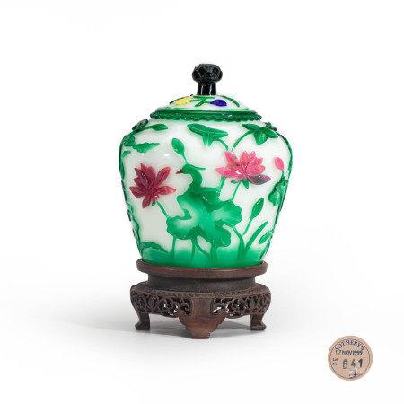 清乾隆宫廷白地套六色料荷塘鹭鸶盖罐 An Imperial Chinese Carved Six Color Overlay and White Glass Jar Qianlong Period(1736-1796)