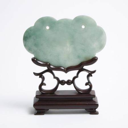 A Jadeite Ruyi Head Lock-Form Plaque with Stand, Qing Dynasty, 清 翡翠如意头锁形插屏, 3.2 x 4.9 x 0.1 in — 8.2