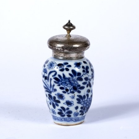 Blue and white jar Chinese, Kangxi period (1662-1722) decorated to the body with foliate splays,