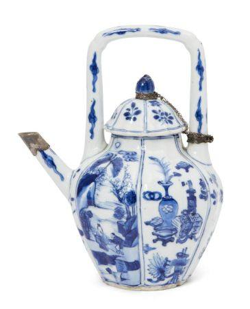 A Chinese porcelain hexagonal wine pot, Kangxi period, painted in underglaze blue to the lobed