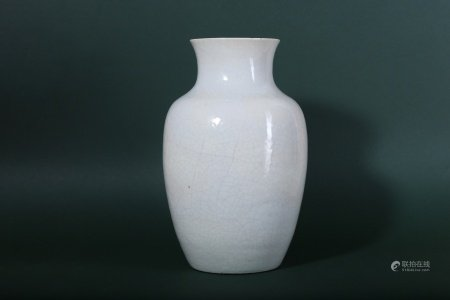 A CHINESE CREAM-GLAZED ANHUA-DECORATED 'DRAGON' VASE.