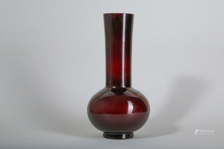 A CHINESE PEKING GLASS AMBER-RED VASE.