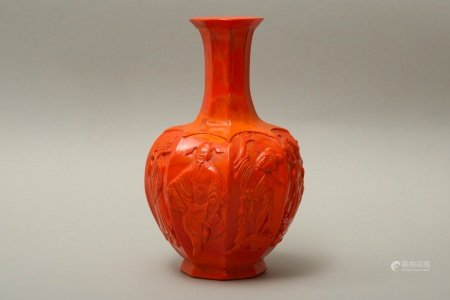 A CHINESE PEKING GLASS RED 'EIGHT IMMORTALS' GLASS VASE.